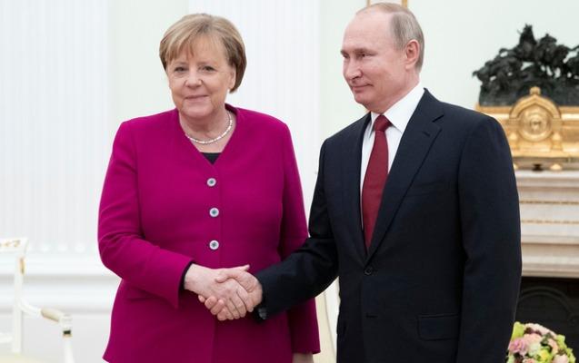 Putinlə Merkelin görüşü 3 saatdan çox davam edib