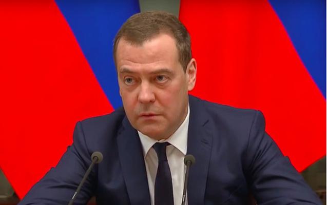 Medvedev istefa xəbərini belə verib