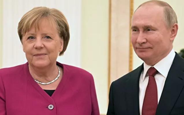 Putinlə Merkel arasında telefon danışığı oldu