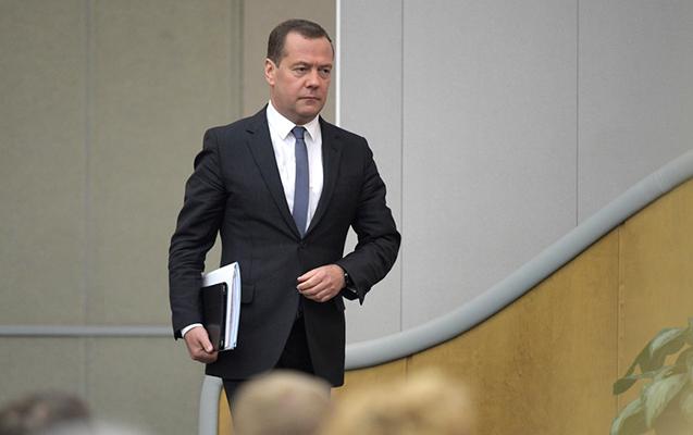Medvedev yeni postunda hökumətin istefasından danışdı