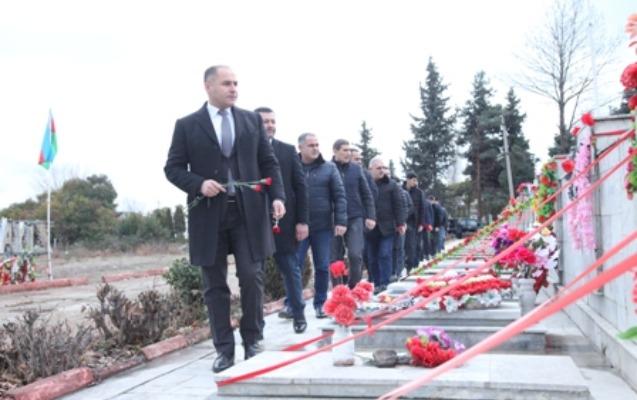Rövşən Sadıxov Bərdədə Şəhidlər xiyabanını ziyarət etdi