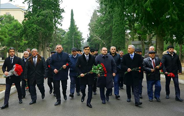 Anar Məmmədov Şəhidlər Xiyabanını ziyarət etdi