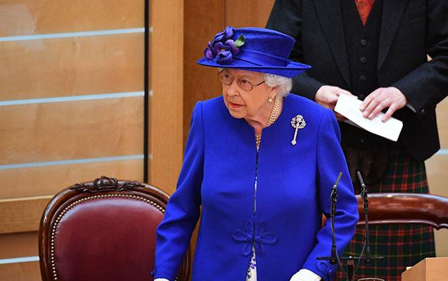 """Kraliça """"Brexit""""i imzaladı"""