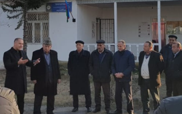 Rövşən Sadıxov da seçiciləri ilə görüşdü