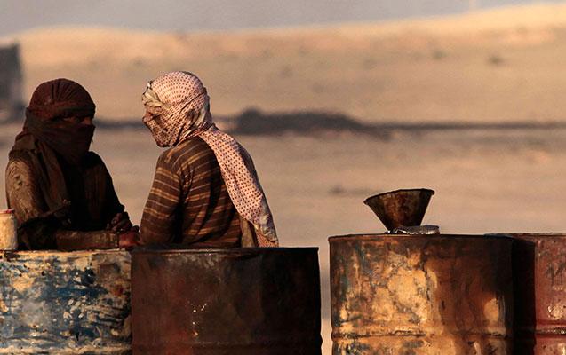 Suriyada neft anbarları partladıldı