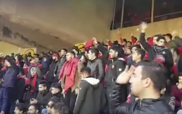 Tehrandakı stadionda Azərbaycan və Türkiyə şüarları