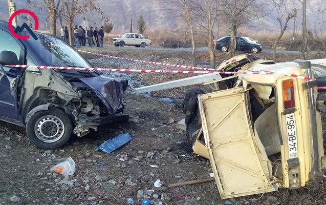 Qaxdakı mikroavtobus qəzasında sürücü öldü