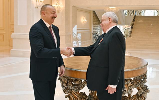 Prezident Qusmana ordenini təqdim etdi