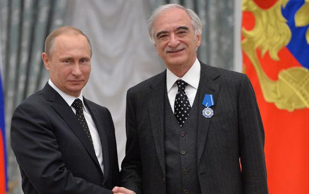 Putin Polad Bülbüloğlunu təltif etdi