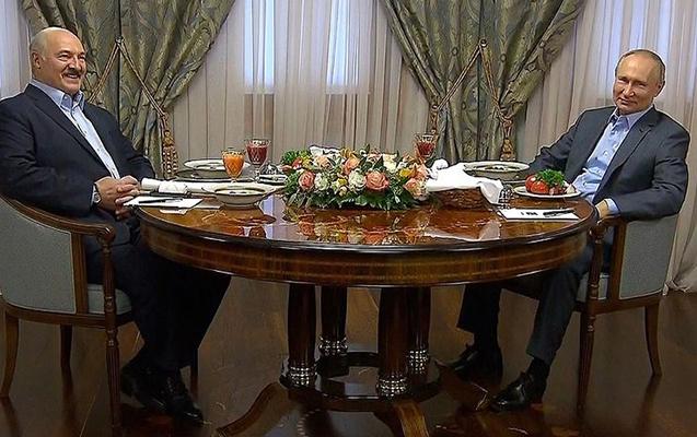 Putinin qalstuk taxmadığını görüb o da çıxardı - Video