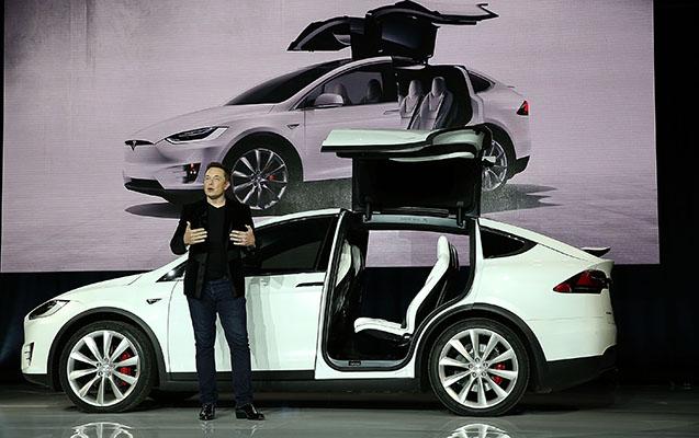 """""""Tesla"""" 15 min avtomobili geri çağırır"""
