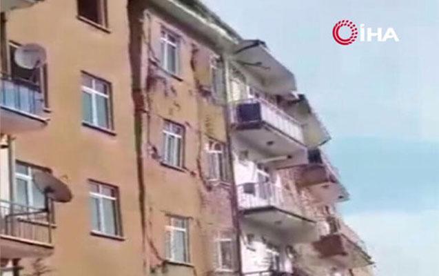 Elazığdakı 4 ballıq zəlzələdə bina belə çökdü