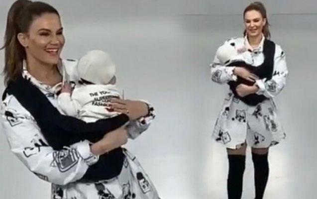 Tülin Şahin 3 aylıq qızı ilə podiuma çıxdı