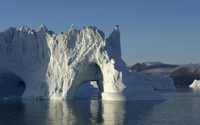 Qrenlandiya əriyən buzlaqların suyunu satmaq istəyir