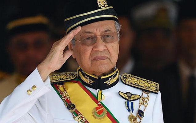 Malayziyanın 94 yaşlı Baş Naziri istefa verdi