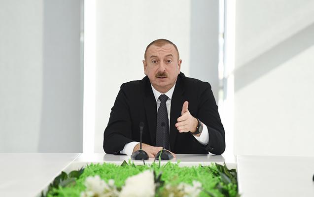 Prezident irad tutdu, əyləşəcəyi kreslonu dəyişdilər