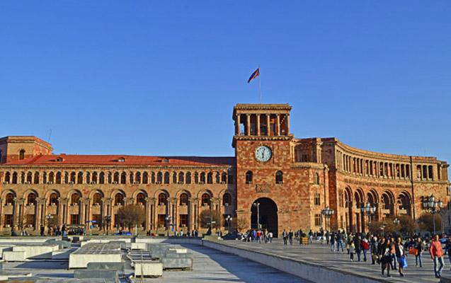Ermənistanda hökumət binasında yanğın olub