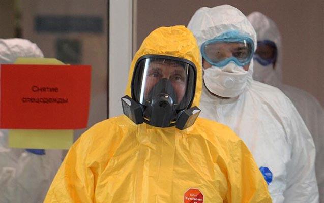 Putin koronaviruslu xəstələrə belə baş çəkdi