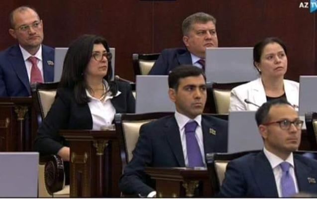 Deputatlar parlamentdə bir-birindən iki metr aralı oturacaq
