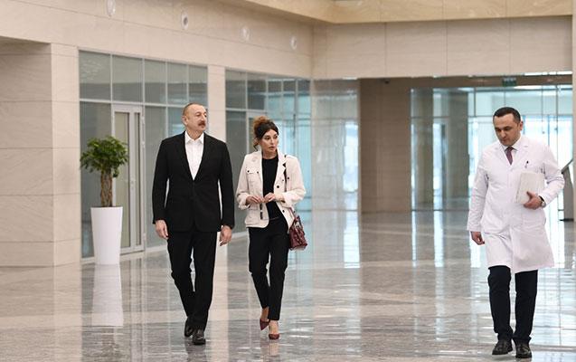 """Prezidentlə xanımı """"Yeni klinika""""nın açılışında"""