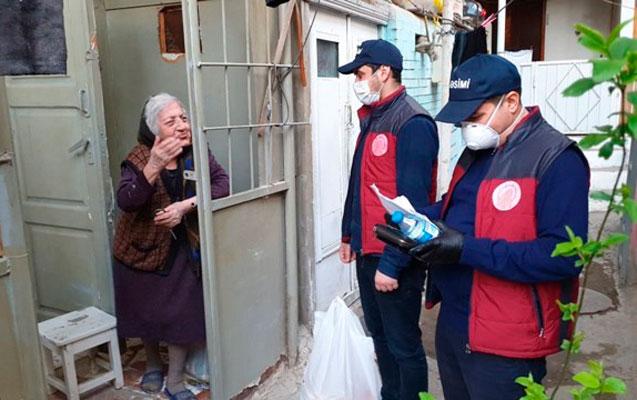 Nəsimi rayonunda yaşlılara bağlamalar çatdırılır