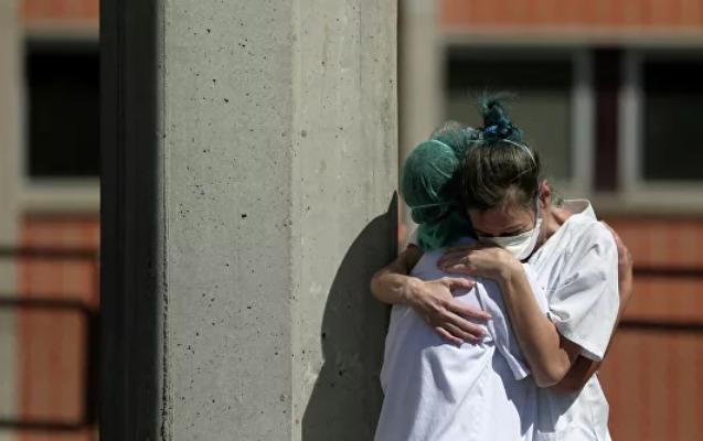İspaniyada son sutkada 6 mindən çox yoluxma, 674 ölüm qeydə alındı