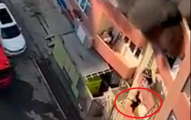 Bakıdakı yanğında qadın balkondan yıxılıb öldü