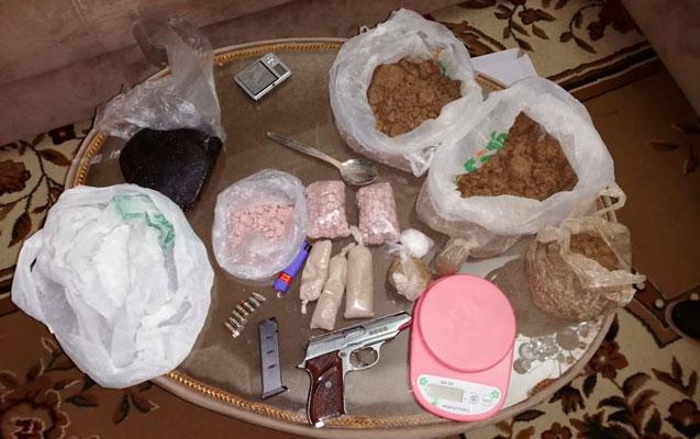 Azəbaycanda onlayn narkotik satan kuryer saxlanıldı