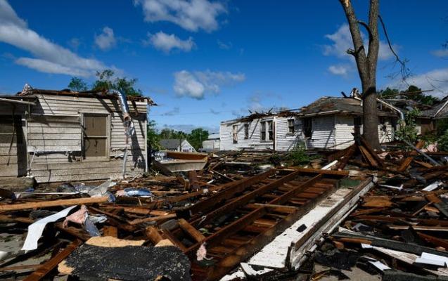 ABŞ-da onlarla insan tornadonun qurbanı oldu - Video