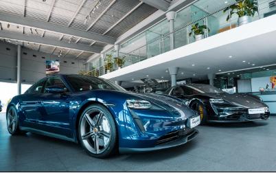 Porsche Bakı Mərkəzi ən sürətli elektrik sedanı təqdim etdi - Video