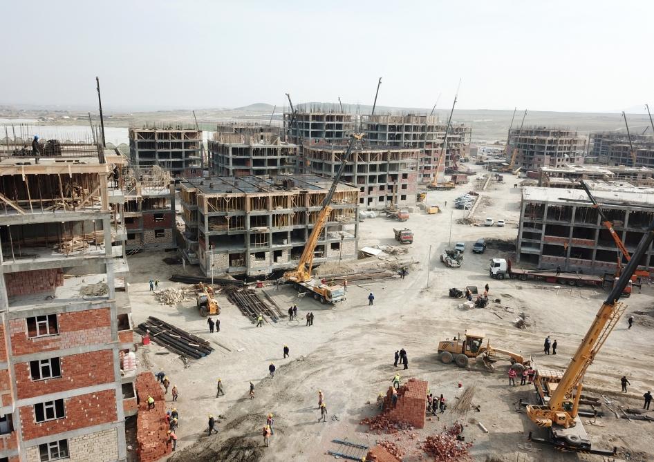 Prezident yataqxanada yaşayanlar üçün tikilən binalarda olub - Fotolar+Yenilənib