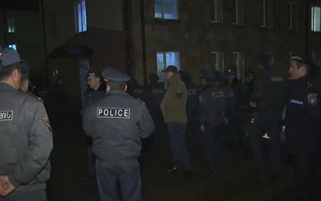 Avtoritet və müstəntiq öldürüldü, 2 nəfərin boğazı kəsildi - Ermənistanda ara qarışdı
