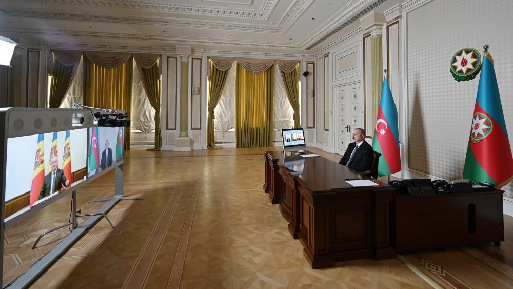 Prezident həmkarı ilə videoformatda görüşdü