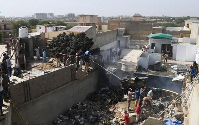 Pakistandakı təyyarədə 99 nəfərdən 2-si sağ qalıb...