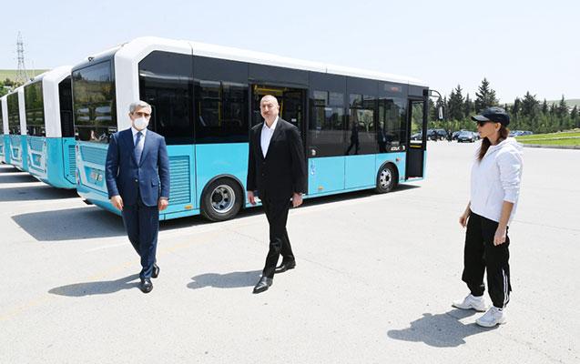 Prezident Şamaxıda nəqliyyat vasitələri və xüsusi texnikalarla tanış oldu