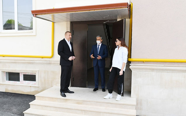 Prezident yeni tikilən binaların şəraiti ilə tanış oldu