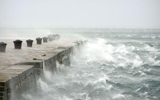 Neft Daşlarında dalğa 2.6 metrə çatıb - Faktiki hava