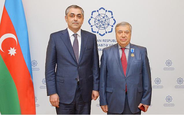 """Adil Qəribov və Arif Məmmədova """"Şöhrət"""" ordeni təqdim edildi"""