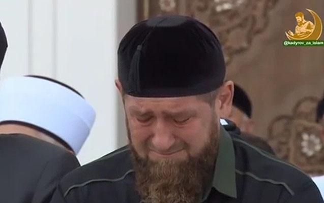 Ramzan Kadırov məsciddə ağladı