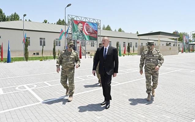 Prezident hərbi hissədə oldu, nazir raport verdi