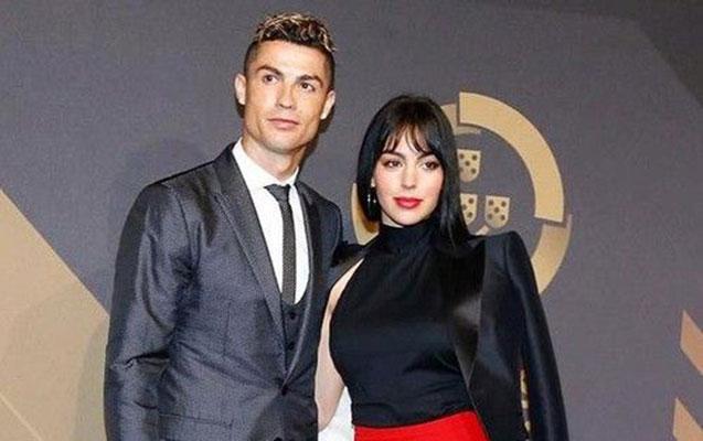 Ronaldo milyarder futbolçu kimi tarixə düşdü