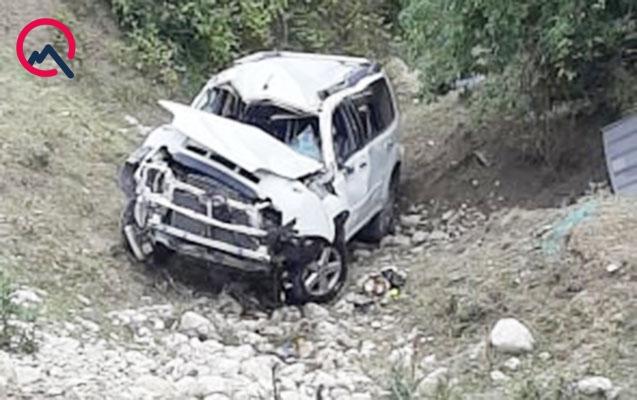 """""""Nissan"""" aşdı, 2 nəfər yaralandı"""