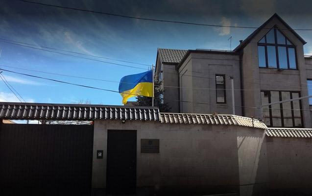 Erməni millətçiləri Ukrayna səfirliyinə hücum edib