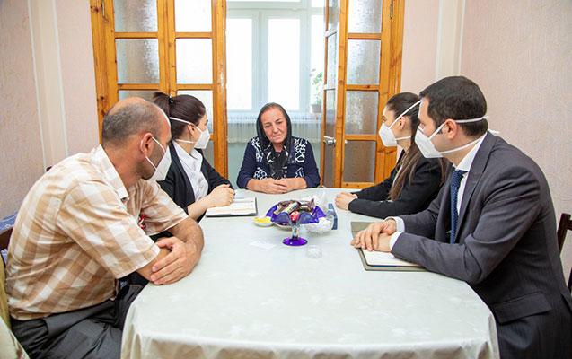 Mehriban Əliyeva 12 şəhid hərbçi ilə bağlı Heydər Əliyev Fonduna tapşırıq verdi - Foto