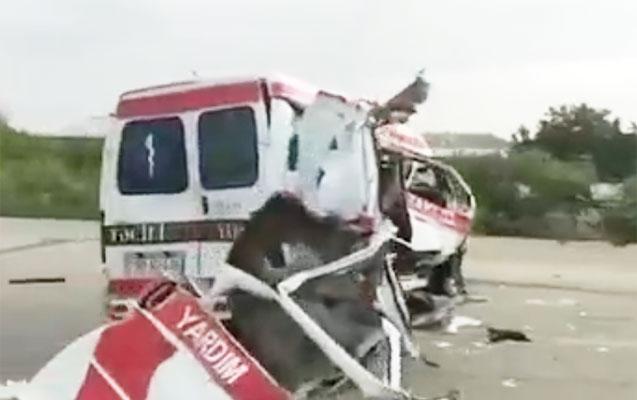 Təcili yardım maşını yük avtomobili ilə toqquşdu - Foto+Video