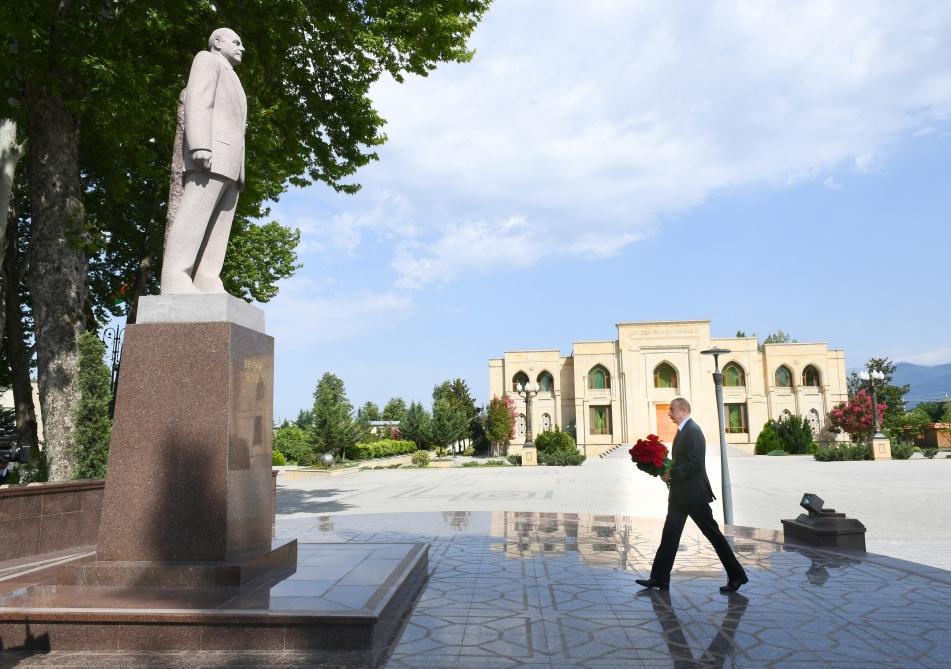 İlham Əliyev yol çəkilişi ilə tanış oldu - Foto