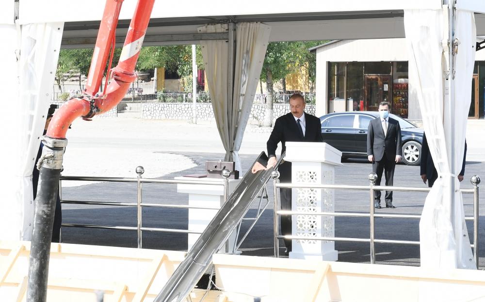 Prezident yeni mərkəzin təməlini qoydu - Foto