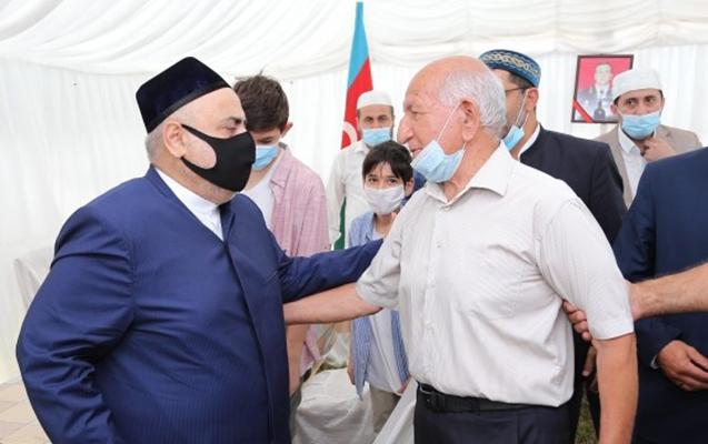 Şeyx şəhid generalın ailə üzvləri ilə görüşdü