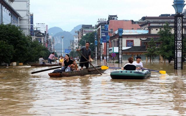 Cənubi Koreyada sel və torpaq sürüşməsi