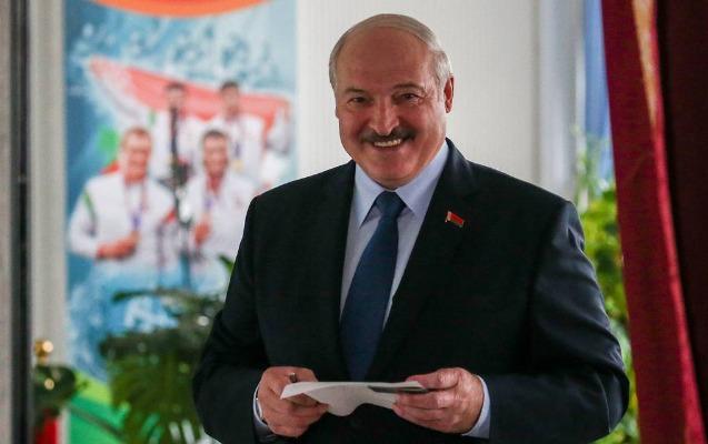 Lukaşenko prezident seçkilərində səs verdi